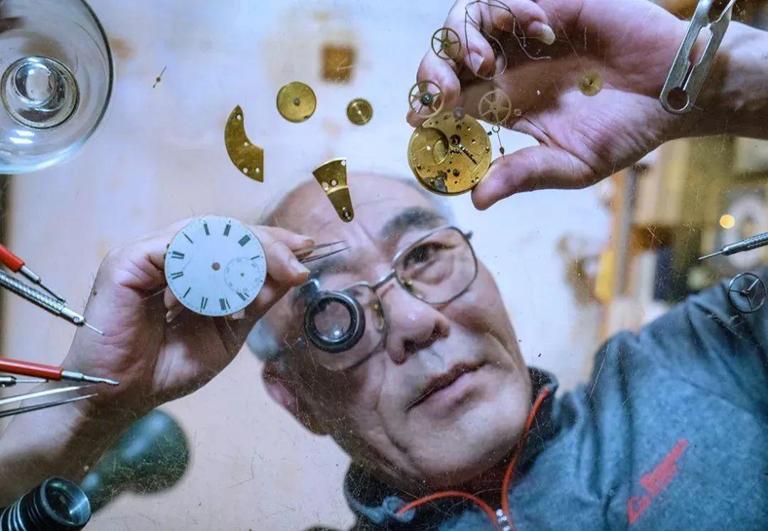 """烟台钟表厂师傅。""""中国钟表有颗星,就是北极星"""""""