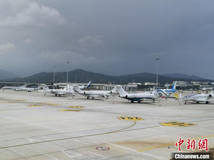 三亚机场公务机停机坪。陈璐 供图