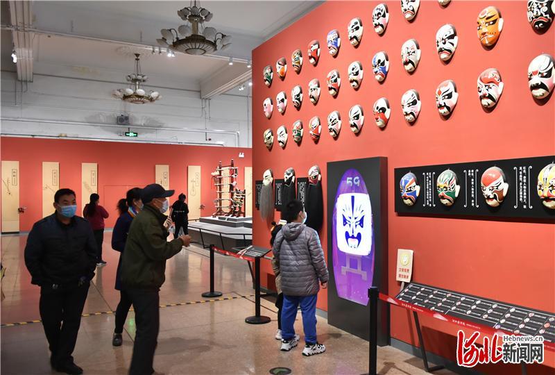 2月22日,观众有序进入河北博物院参观。 河北日报记者田瑞夫摄