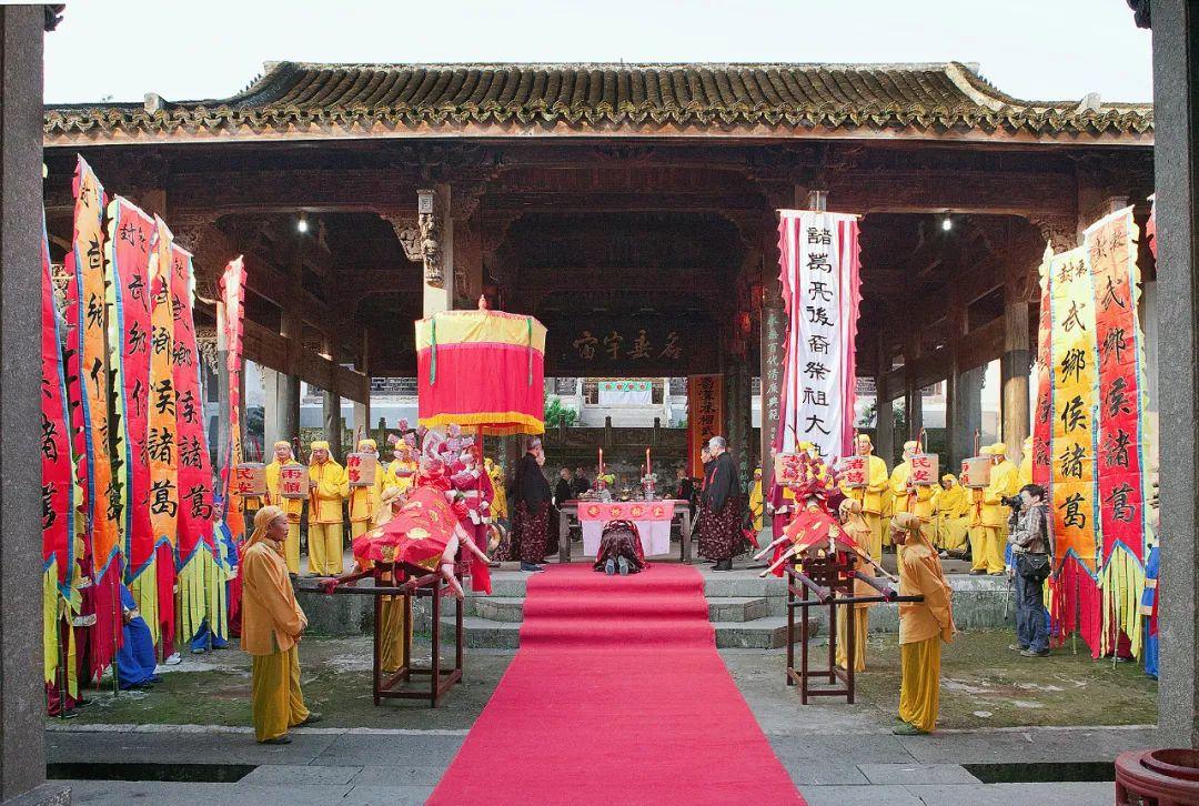 """《【摩登手机版登录】被称为""""中国最神奇的村落""""!这座迷宫一样的古村,处处皆美,连莫文蔚都来悄悄打卡!》"""
