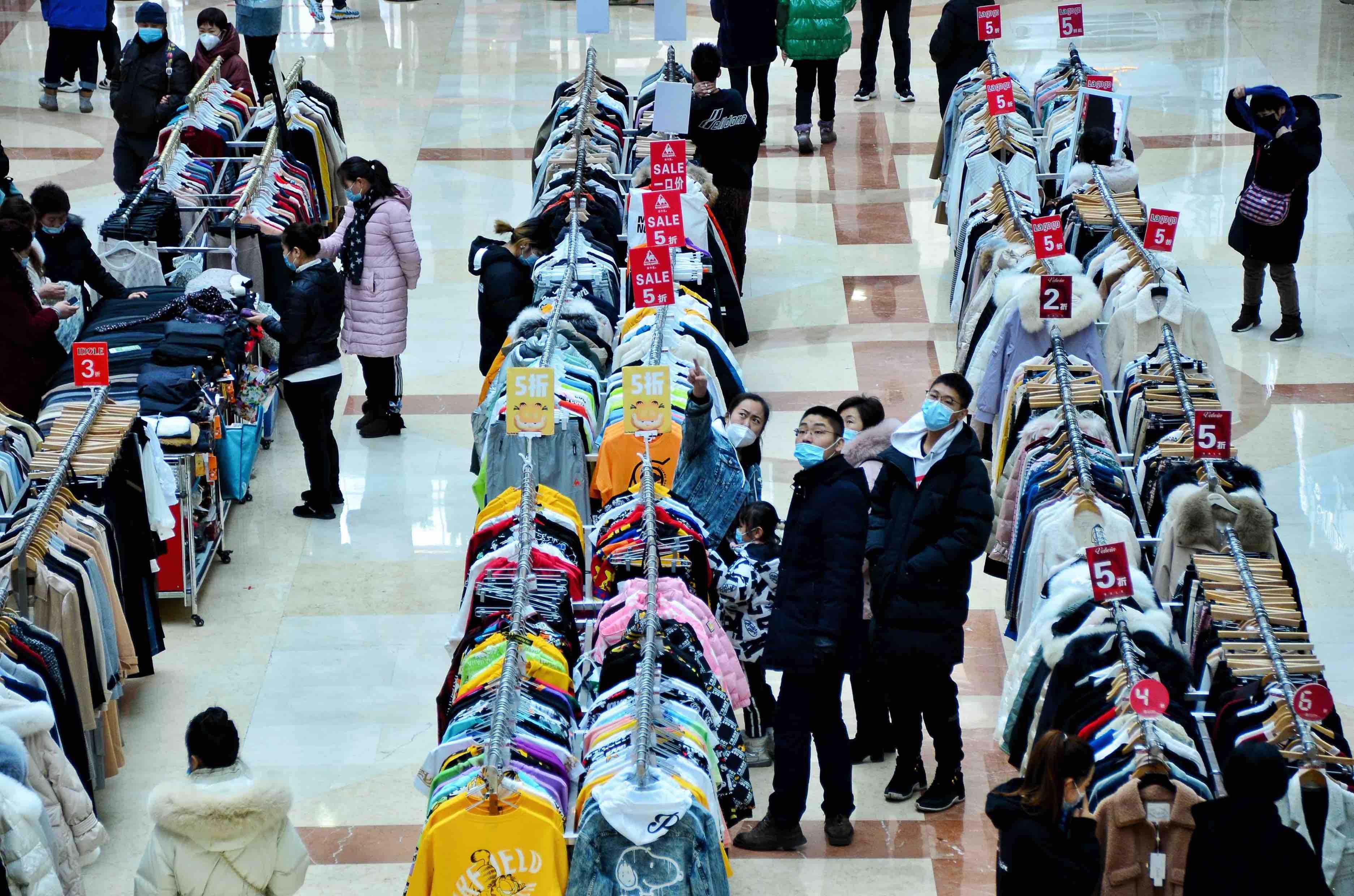 市民在购物