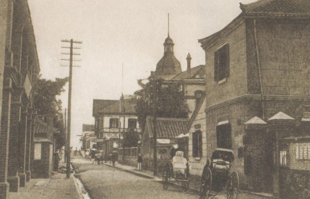 邮局集中的海岸街