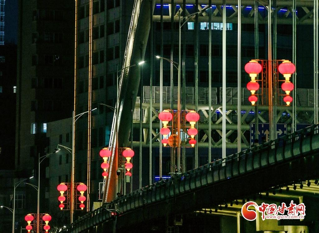 2月20日,兰州元通桥年味正浓。