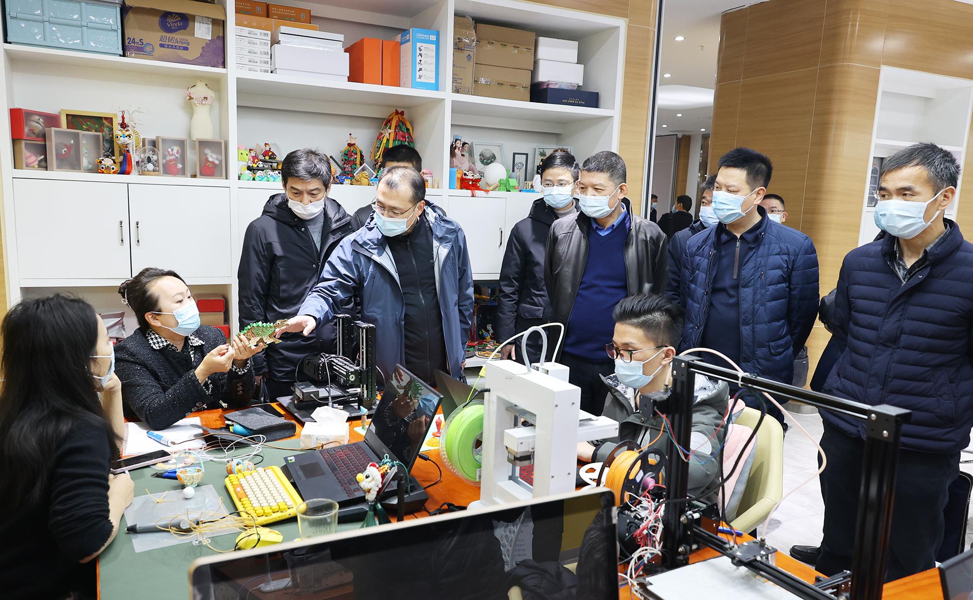 与会嘉宾参观武昌区创新发展和人才服务基地。黄梦云摄