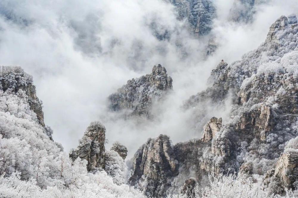 白石山景区冬季雪景(李安利/摄)