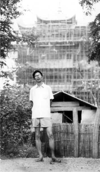 1983年夏天,向欣然在黄鹤楼重建工程施工现场。