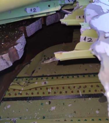 机翼内部构件损伤。