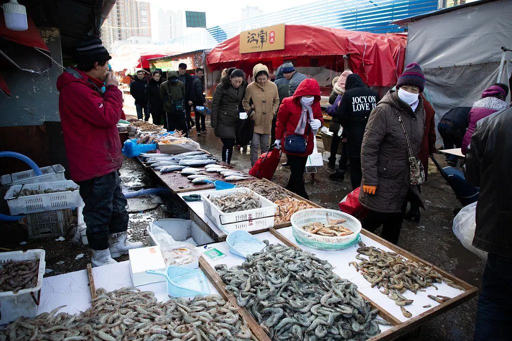 2019年1月20日,烟台海鲜市场人山人海