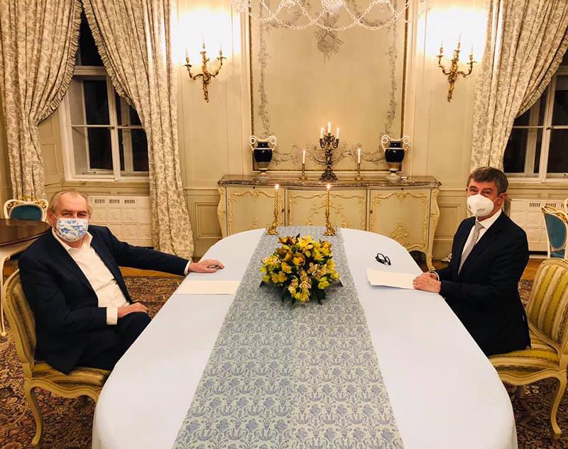 △捷克总统泽曼(左)与捷克总理巴比什 (图片来源:泽曼社交媒体账号)