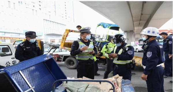 深圳交警联合公安分局开展涉电动自行车备案号牌违法整治