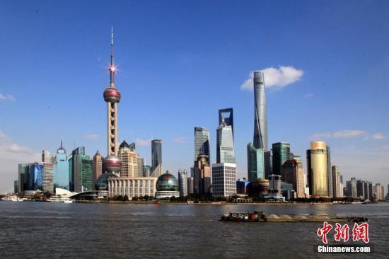 资料图:与上海外滩一江之隔的陆家嘴金融中心。 汤彦俊 摄