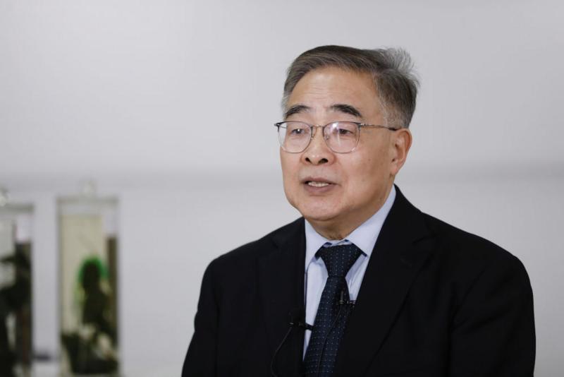 张伯礼接受新华社记者采访
