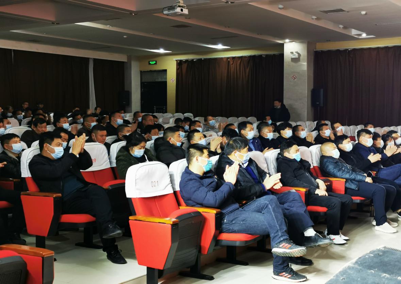 新一届村(社区)党组织书记观看演出