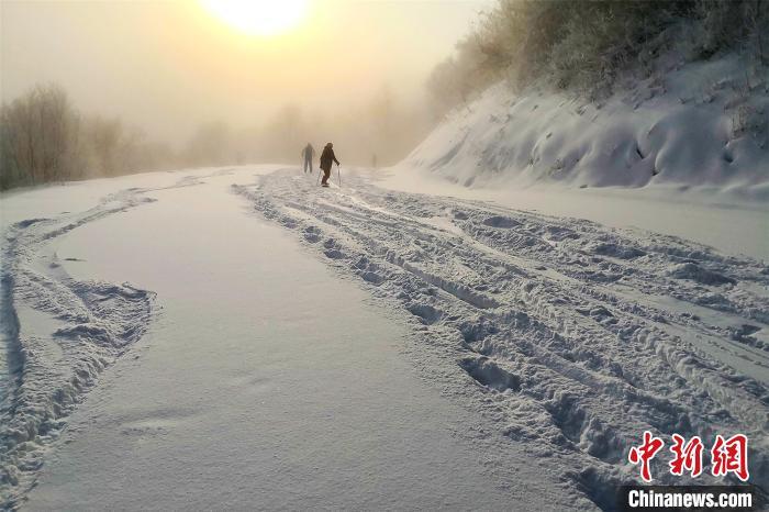 春光中的亚布力阳光度假村国际滑雪场 王成 摄