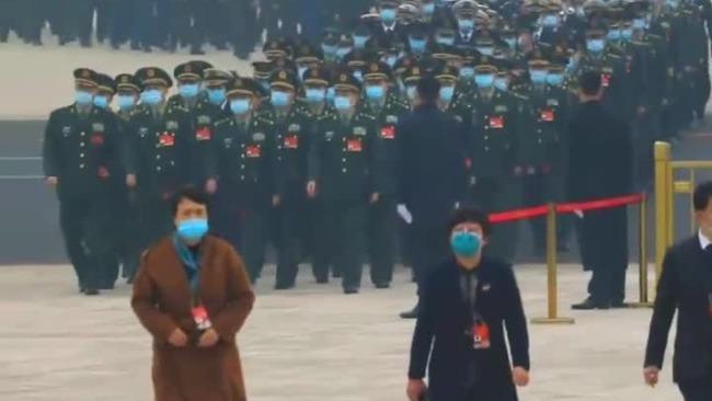 气势天团!解放军和武警部队代表团来了!