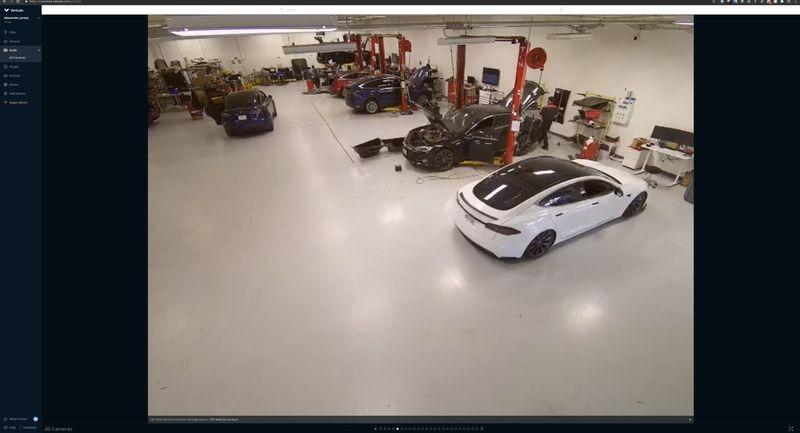 监控摄像头拍摄的特斯拉设施内部