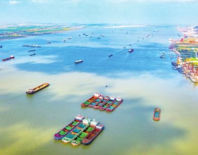 九江:黄金水道航运忙