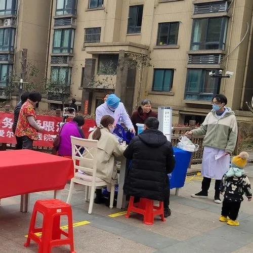 """嘉兴爱尔眼科医院开展""""学雷锋进社区为民服务""""公益活动"""