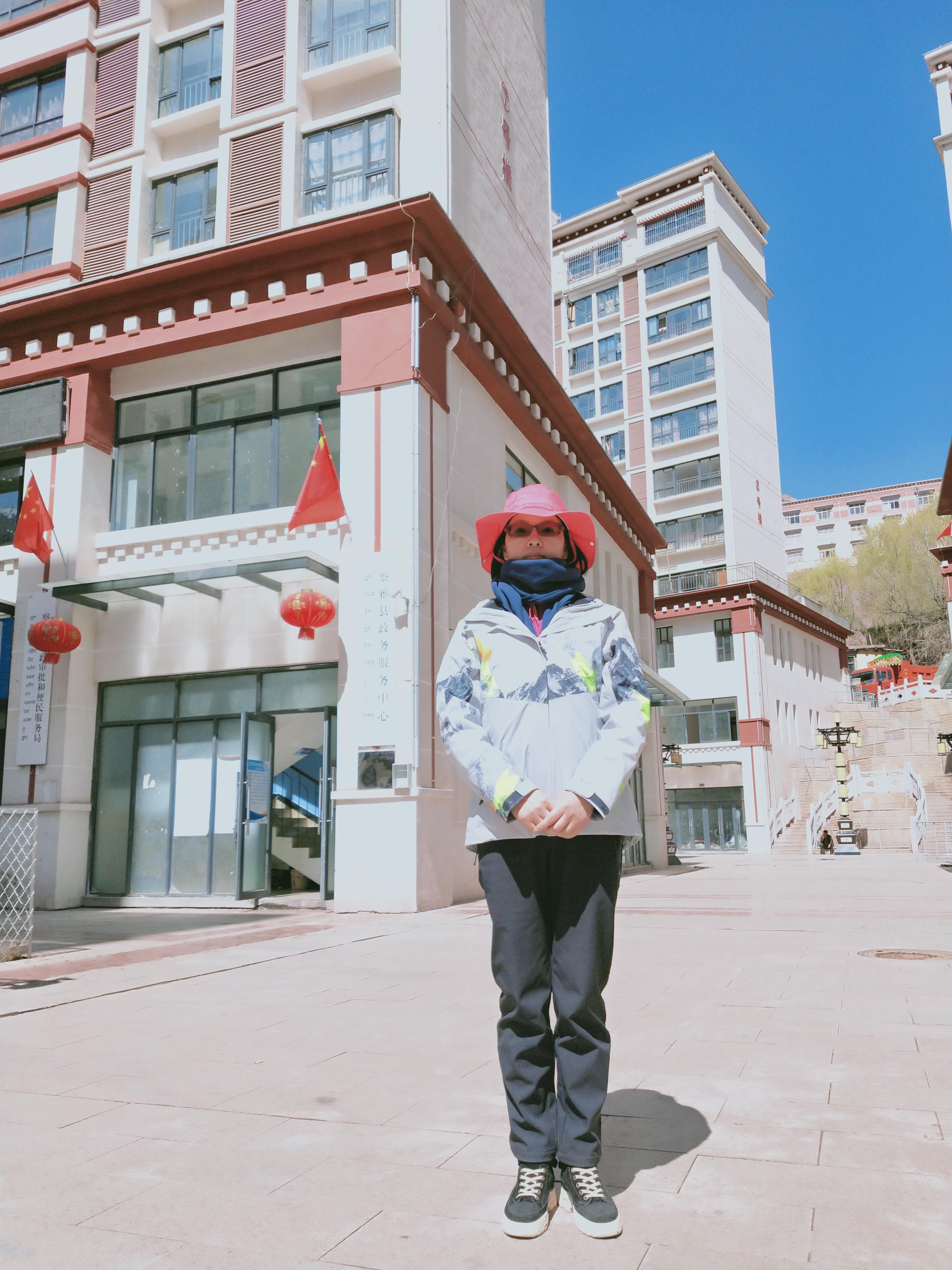 巴南援藏干部王英将对口援助察雅县财政局。