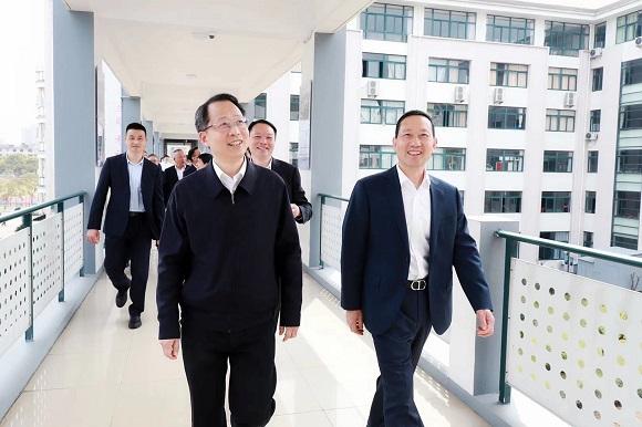 台州市委书记李跃旗在调研吉利(台州)教育时强调:  全面提质职业教育,深度融合民营经济