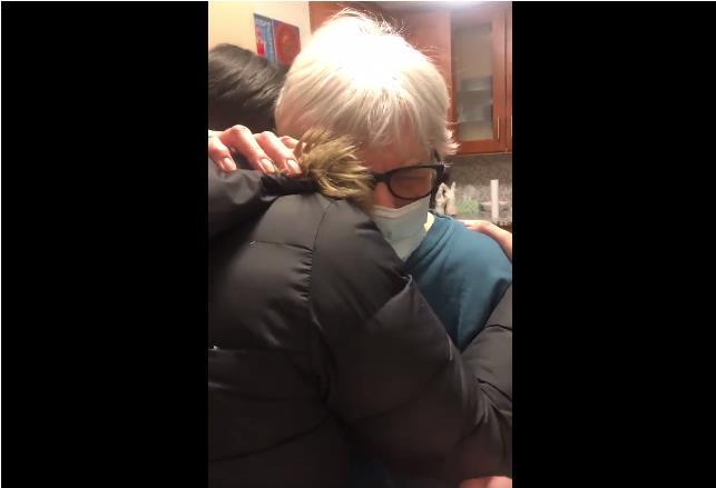 一份特殊的处方:隔离一年的纽约老奶奶终于与孙女拥抱