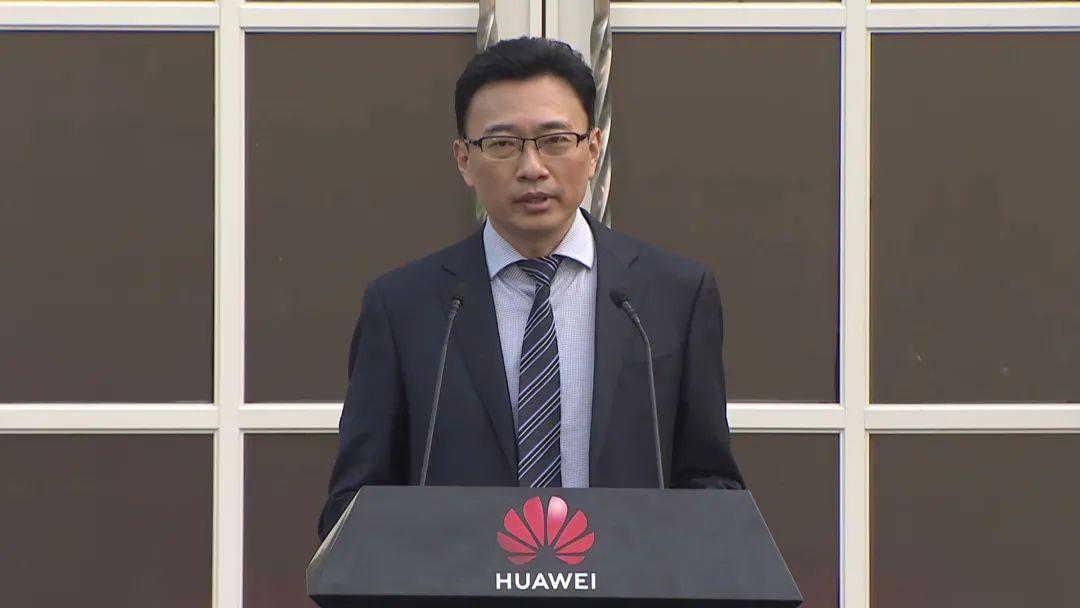 """华为宣布收5G专利费!任正非惊人""""神预言"""",网友:牛!未来可期!"""