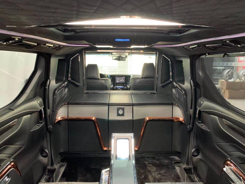 丰田埃尔法加长5.7米四座版商务车价格