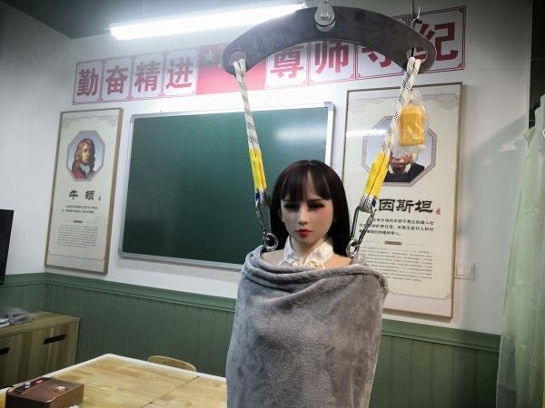 中国首家硅胶娃娃体验馆被封,警方:不便透露原因