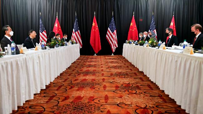 中美高层战略对话在阿拉斯加举行 现场画面曝光