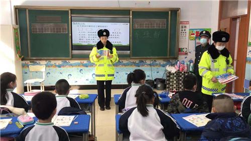 """依兰公安交警大队上好""""开学季交通安全第一课"""""""