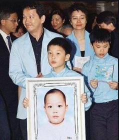 66岁TVB老戏骨廖启智患胃癌,需全面停工入院接受治疗