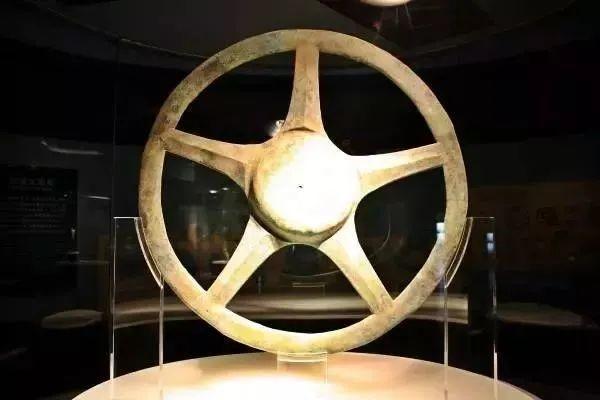 三星堆出土青铜太阳形器