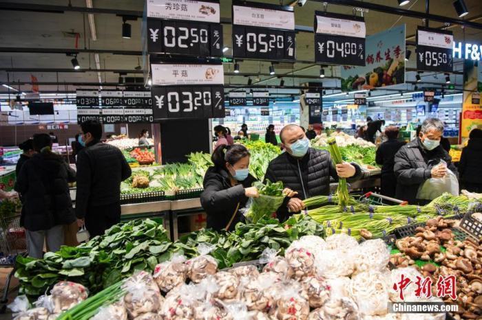 资料图:民众在超市采购商品。<a target='_blank' href='http://www.chinanews.com/'>中新社</a>记者 侯宇 摄