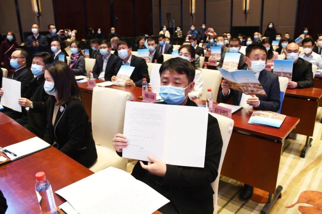 武汉市文化和旅游招商引资大会本地企业投资项目签约展示。记者詹松 摄