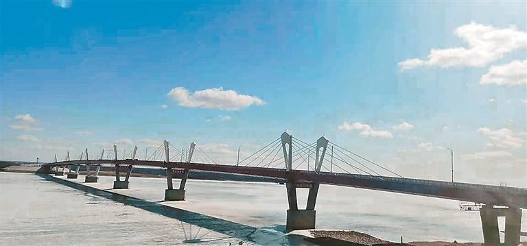 黑龙江大桥助力黑河市打造国际物流运输体系。