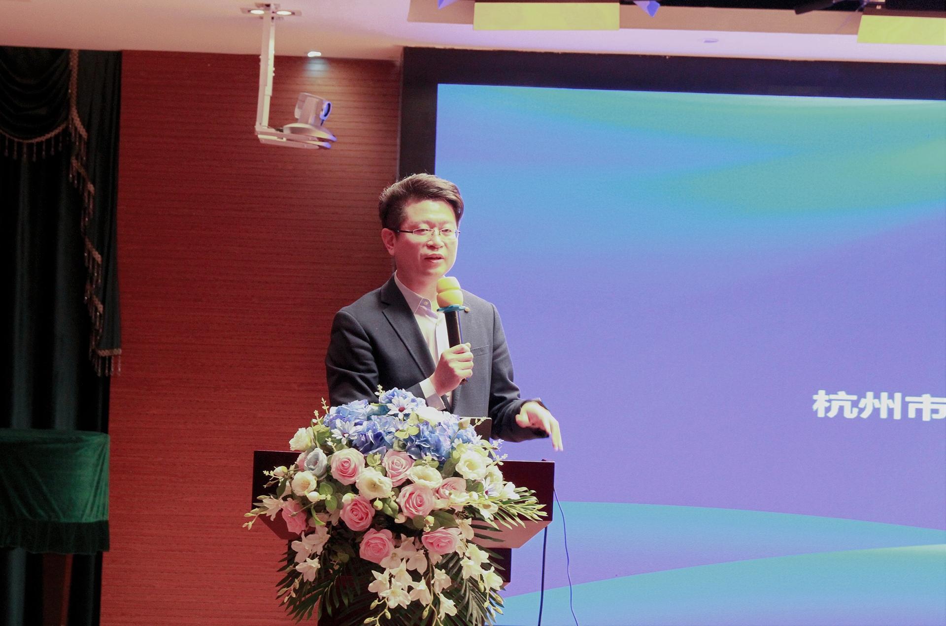 杭州市上城区教育局党委书记、局长项海刚在致辞中感谢项目组把本次成果推广培训放到上城。