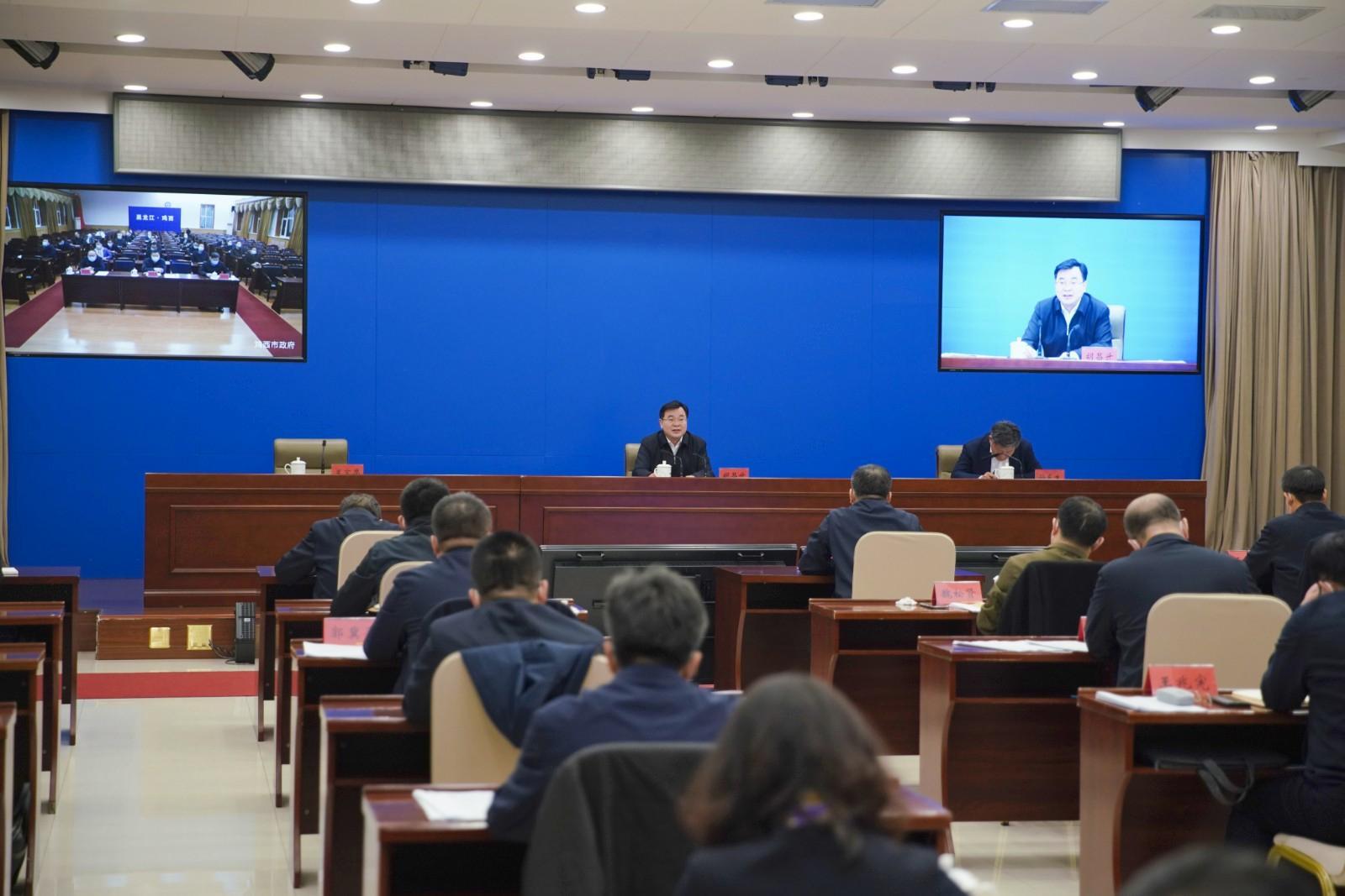 24日,胡昌升出席省新冠病毒疫苗接种工作推进会议暨新冠病毒疫苗接种工作领导小组第一次全体会议并讲话。