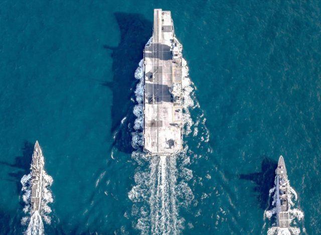 """英国皇家海军""""伊丽莎白女王""""号航母编队"""