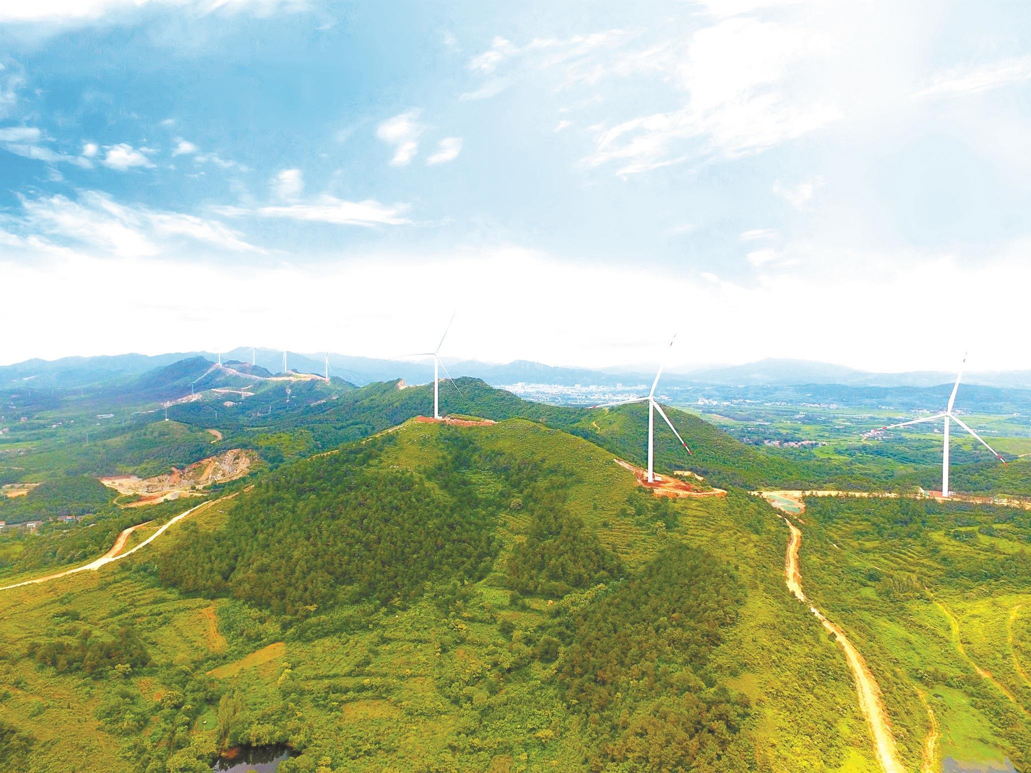 中国电建集团湖北工程公司投资建设湖北省内首个风光一体化发电项目。