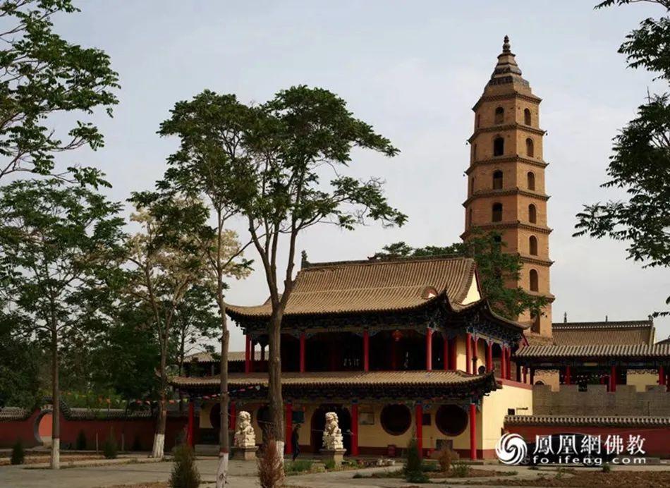 在几代僧人和护法居士的艰苦建设下,如今的皇祇寺已经恢复一定规模(图片来源:凤凰网佛教)