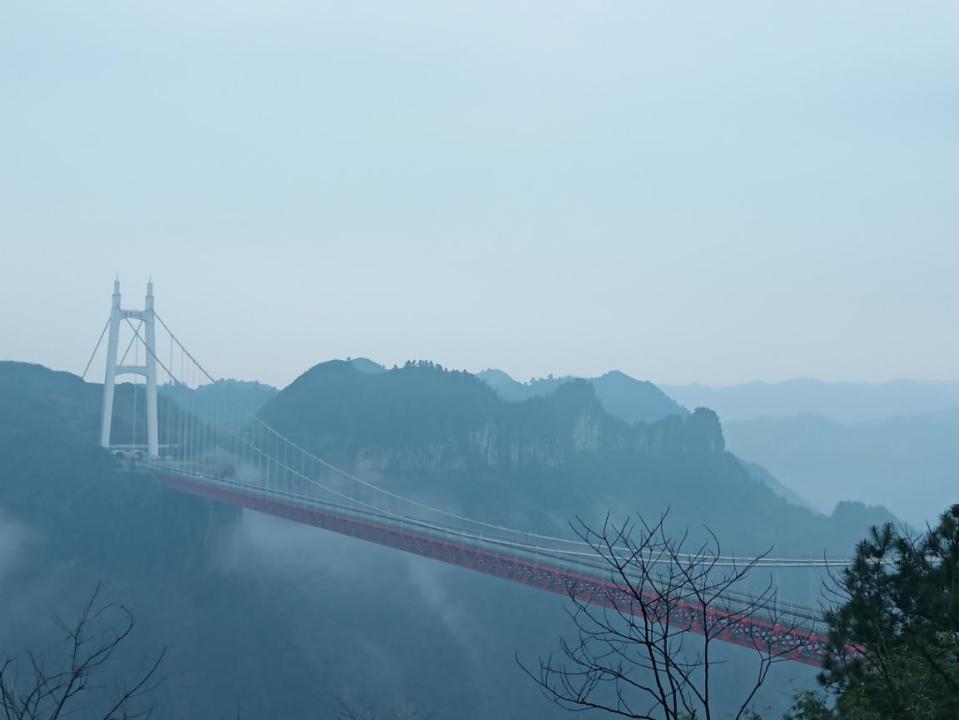 云雾中的矮寨大桥