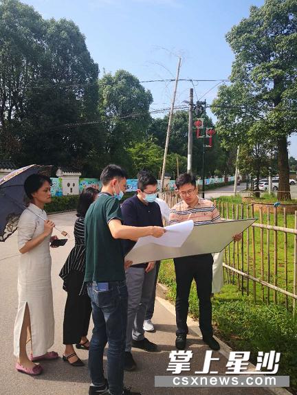 7月29日上午,商务局陪同深圳爱图仕影像器材有限公司一行,实地考察新建项目拟选址的地块或厂房情况。