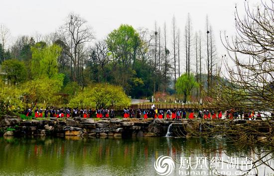 《春游五柳湖》——左立文 摄于2021年3月13日