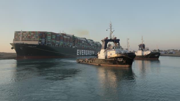 苏伊士运河恢复通航!搁浅货轮已完全恢复至正常航道