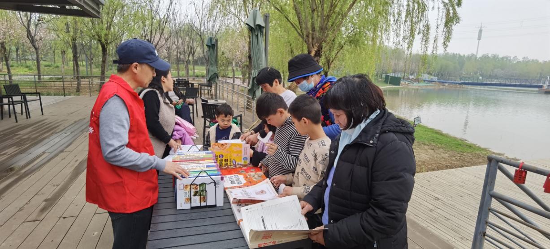 牟山湿地公园郑品书舍图书分类展览活动现场