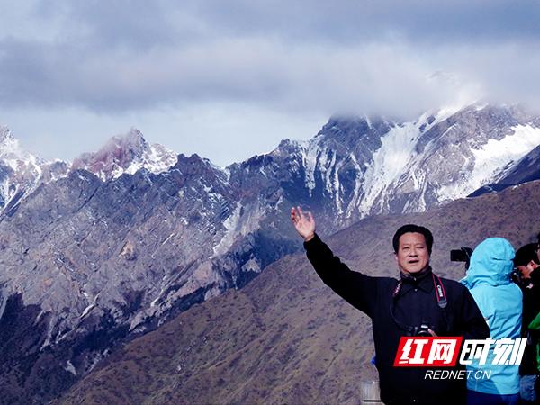 3蔡建勋寻迹红军爬过的雪山副本.jpg
