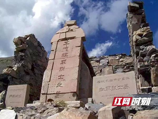 1海拔4800米世界上最高的烈士墓——四川亚克夏山副本.jpg