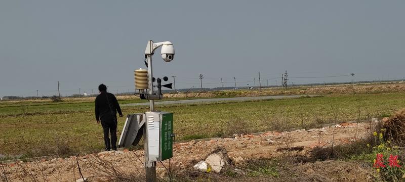 ▲集太阳能发电板、360度摄像头等于一体的智慧农情检测站