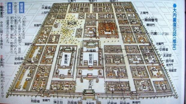 图为平城京大极殿和大内复原图