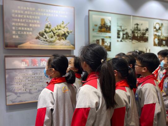 定远县炉桥二小教育集团:缅怀革命先烈 弘扬爱国主义精神